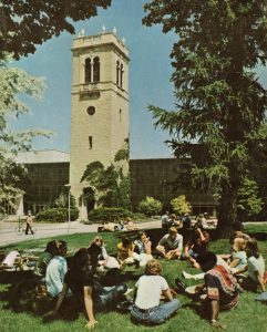 Class discussion by Carillon Tower, #S11129