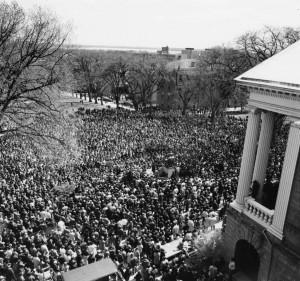 UW students on Bascom Hill, 1968