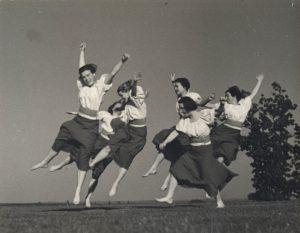 Dancers (S04657)