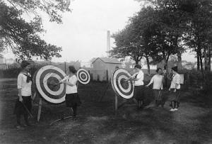 Female archers, 1915